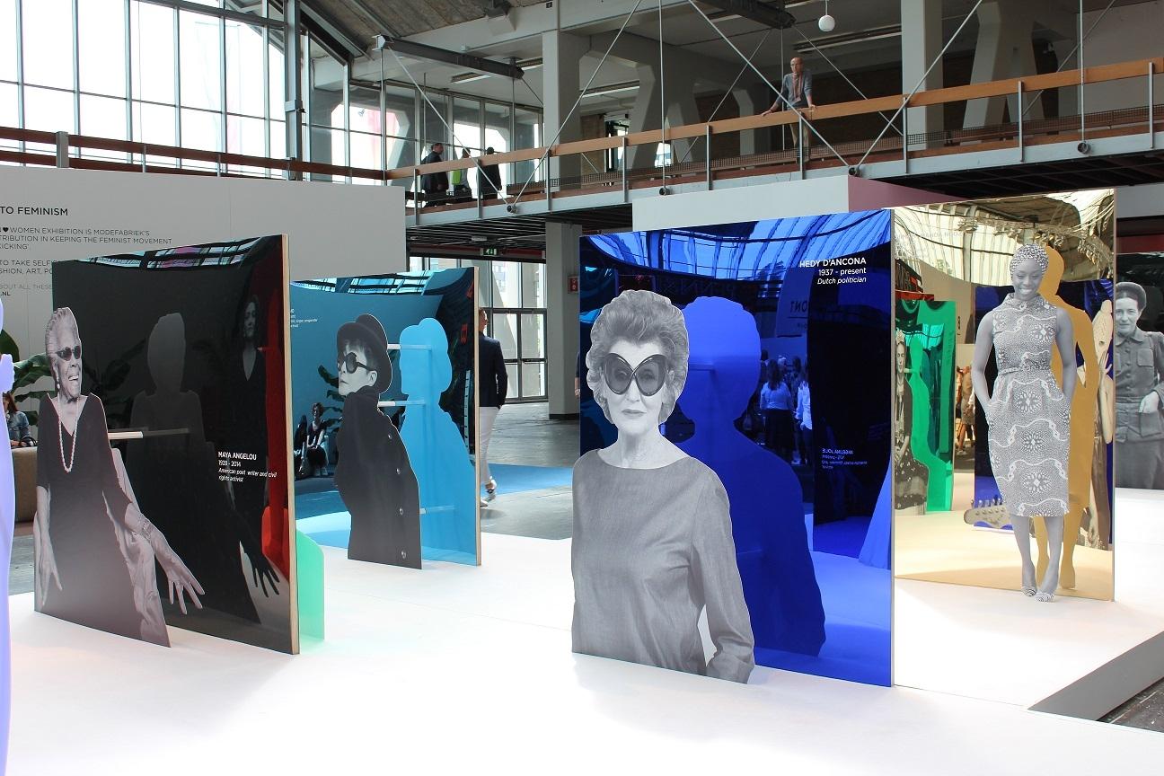 Acrylaat plaat spiegel lichtblauw AC73